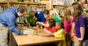 Content specialization doesn't help learning in elementary settings.